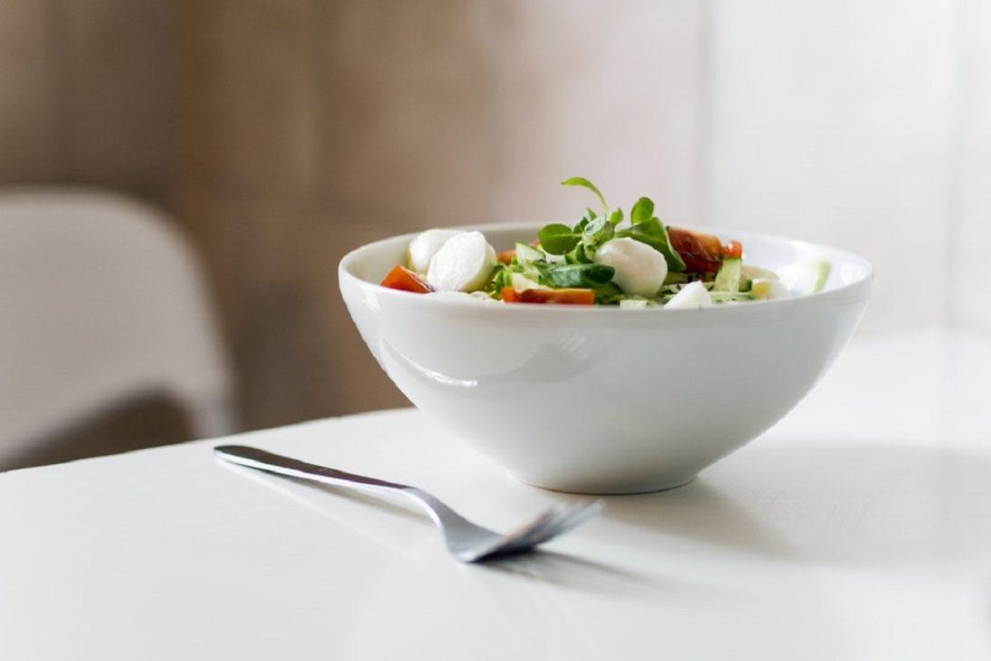 Szałot z awokado i sezamym